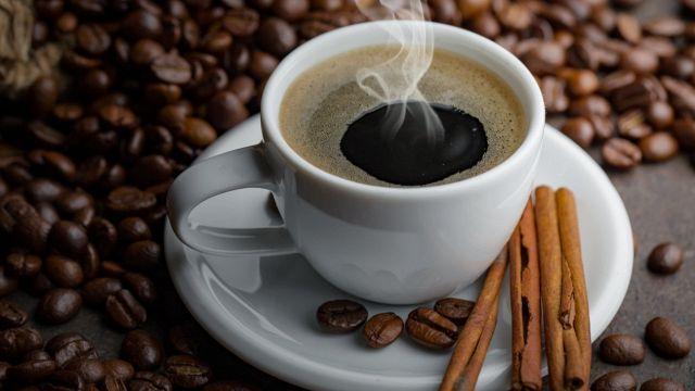 Mai bere caffè al mattino: ci sono 5 valide ragioni