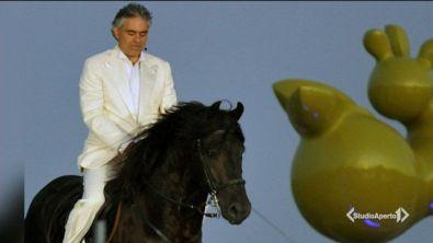 Cade da cavallo, paura per Bocelli