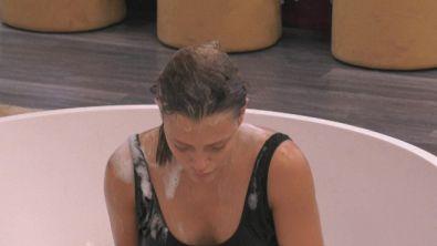 Il bagno rilassante di Silvia Provvedi
