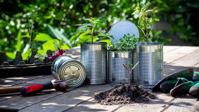 5 oggetti da riciclare per arredare il giardino