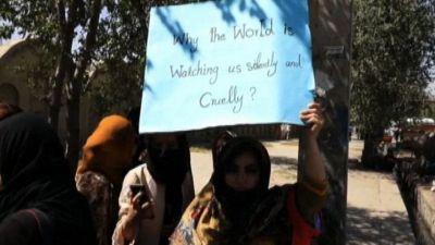 Le donne di Kabul in piazza contro il governo dei talebani