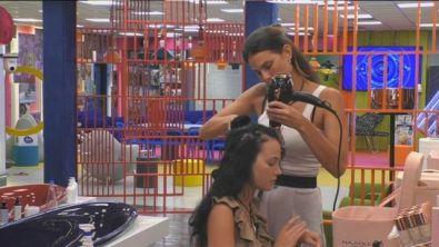 Una hairdresser d'eccezione per Adua Del Vesco