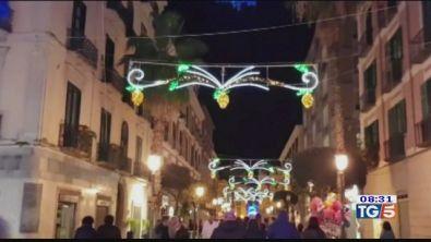 Luci e colori: le città si preparano per Natale