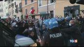 Proteste e tafferugli nelle piazze