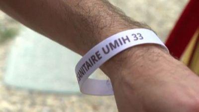 In Francia arrivano i braccialetti validi come Green Pass