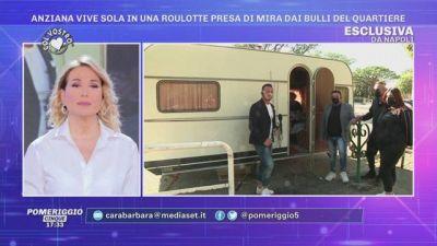 Napoli: anziana vive sola in una roulotte presa di mira dai bulli del quartiere - Le novità