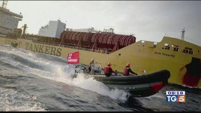 Attivisti Greenpeace arrestati dal capitano