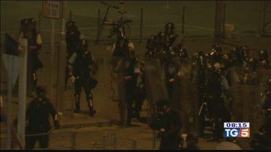 Hong Kong, 50 feriti continuano le proteste