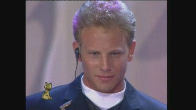 Ornella Muti consegna il Telegatto a Steve e Andrea di Beverly Hills nel 1993