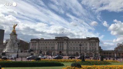 Morte Filippo, Union Jack a mezz'asta in segno di lutto sopra Buckingham Palace