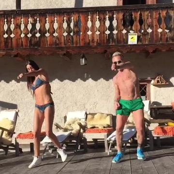 Gianluca Vacchi balla la Mountain Dance