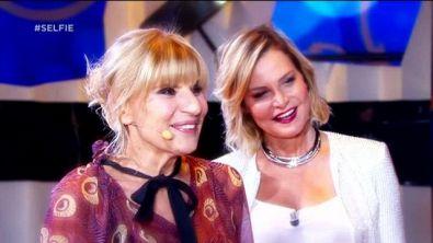 Gemma e Tina a Selfie - A denti (non) stretti