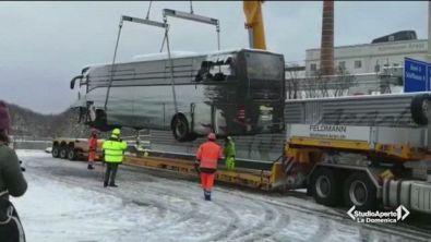 Autobus si schianta in Svizzera