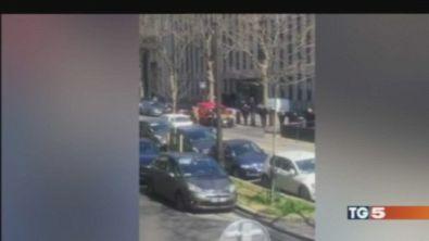 Parigi, donna ferita da busta esplosiva