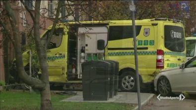 Con l'ambulanza sulla folla