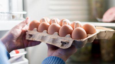 Uova, dentro o fuori il frigorifero