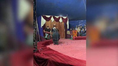 Circo, orso attacca domatore, paura durante l'esibizione