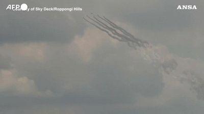 Olimpiadi, l'aereonautica giapponese disegna i 5 cerchi in cielo