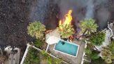 Canarie: la lava del vulcano in eruzione distrugge la piscina
