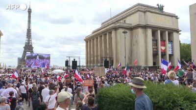 Parigi, manifestazioni contro il pass sanitario