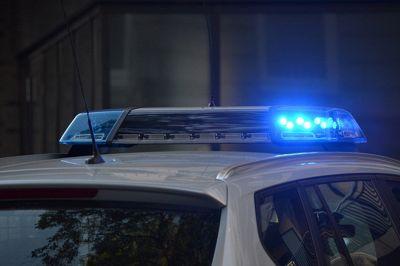 Si può FOTOGRAFARE l'auto della POLIZIA che commette infrazione