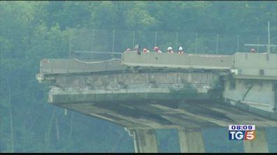 Il ponte si muove: sarà abbattuto