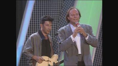 """Edoardo Bennato canta """"La Luna"""" al Festivalbar 1989"""