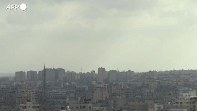 Attacco israeliano a Gaza, mentre i fedeli musulmani celebrano il primo giorno di Eid al-Fitr