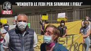 """La protesta dei fieristi ambulanti: """"Vogliamo lavorare, ho venduto le fedi per sfamare i miei figli"""""""