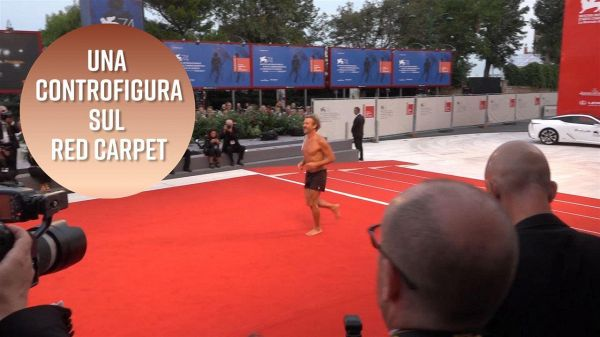 La controfigura che turba il red carpet