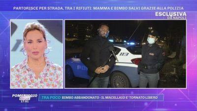 Napoli, partorisce per strada tra i rifiuti: mamma e bimbo salvi grazie alla Polizia