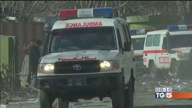 Kabul, ambulanza killer dei talebani, 95 morti