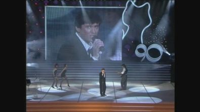 """Gianni Morandi canta """"Bella signora"""" ai Telegatti 1990"""