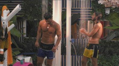 La doccia di Enrico e Michael