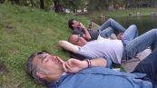 Riflessioni in relax sul lago dei cigni