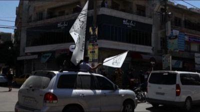 I jihadisti siriani festeggiano a Idlib successo afgano Talebani