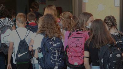 Scuola, le regole per il ritorno in classe: tamponi gratis per i docenti
