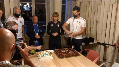 I 33 anni di Federica Pellegrini, torta e brindisi a Casa Italia