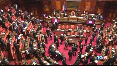 Caccia ai responsabili Renzi apre al dialogo