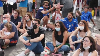 """Europei, Italia-Galles vista dai tifosi azzurri nella """"fan zone"""" a Roma"""