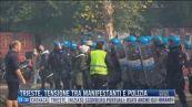 Breaking News delle 12.00 | Trieste, tensione tra manifestanti e polizia