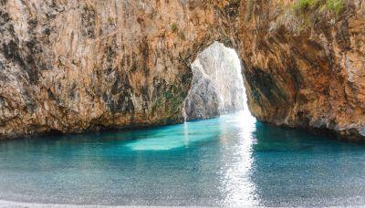 Arcomagno, la splendida spiaggia 'segreta' in Calabria