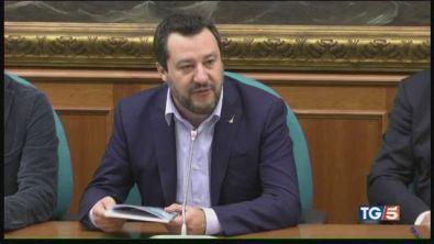 Migranti, è scontro tra Salvini e Di Maio