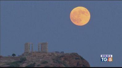 L'eclissi di luna incanta il mondo