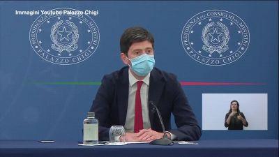 """Scuola e universita', Speranza: """"Green pass obbligatorio per riaprire in presenza"""""""