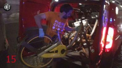 Blitz dei volontari per le bici abbandonate di Obike