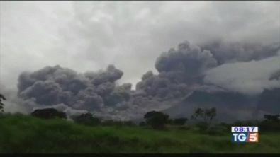 Inferno in Guatemala tra lava e fango