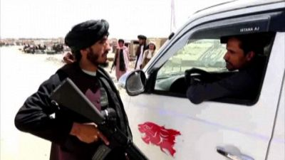 Afghanistan, controlli di talebani armati al confine con Pakistan