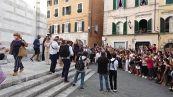 """Bernardeschi si sposa, all'uscita dalla chiesa parte il coro """"Siamo campioni d'Europa"""""""