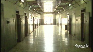 Pestato in cella, 15 agenti indagati